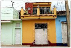 Detalle de la fachada de la vivienda. Cuba, Colonial, Trinidad, Garage Doors, Outdoor Decor, Home Decor, Discos, Live, Restaurants