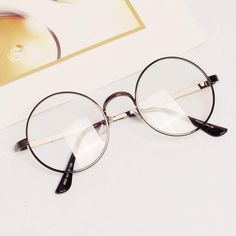 Cheap spectacles eyeglasses, Buy Quality eyeglasses fashion directly from China fashion eyeglasses Suppliers: 5 Colors Fashion Retro Unisex Women Men Metal Frame Round Clear Lens Glasses Nerd Spectacles Eyeglass Round Metal Glasses, Fake Glasses, Round Lens Sunglasses, Cute Sunglasses, Sexy Stocking, Style Kawaii, Glasses Frames Trendy, Glasses Trends, Fashion Eye Glasses
