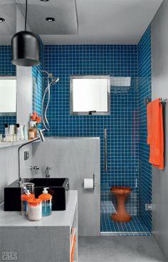 Banheiro tem cimento queimado no piso, na parede e até no forro