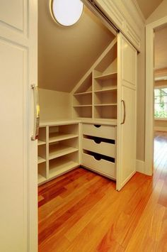 Встроенный шкаф на мансарде своими руками на