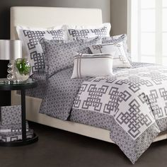 Sweet cotton sateen bedding set with a lattice motif in grey.