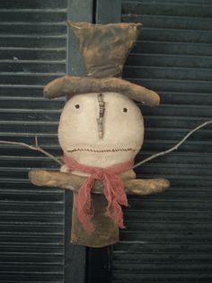 Primitive Snowman available on Primnest.com- I like the face on this guy