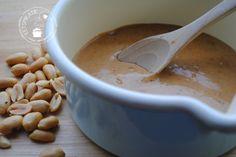 Pindasaus | Eetspiratie Asian Recipes, New Recipes, Dinner Recipes, Healthy Recipes, Healthy Food, Recipies, Homemade Peanut Sauce, Good Food, Yummy Food