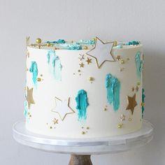 For Caleb's 'Twinkle, twinkle, little star' themed 100 days party✨ . . . . . #babyshowercake #babyboy #starcake #cakecakecake#weddingcake…