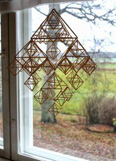 LÖYTÖ: HIMMELITAIVAS Straw Art, Cool Shapes, Pine Cone Decorations, Handmade Ornaments, Recycled Art, Diy Art, Geometry, Christmas Diy, Diy And Crafts