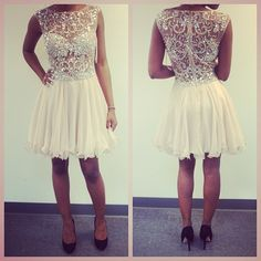 Perfect going out dress. Wish I had somewhere nice to go so I can buy this dress.