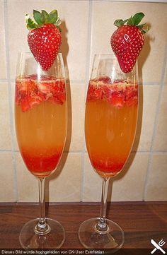 Zitronen - Sekt - Cocktail mit Erdbeeren