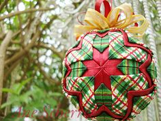 Patchwork Folded Fabric Ornaments, Quilted Christmas Ornaments, Christmas Cover, Handmade Christmas Decorations, Beaded Ornaments, Christmas Fabric, Christmas Crafts, Diy Ornaments, Ball Ornaments
