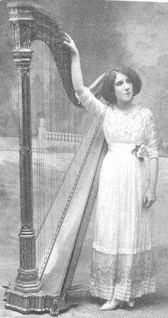 Lily Laskine - 31 août 1893 ***  (August 31, 1893 – January 4, 1988) -  http://en.wikipedia.org/wiki/Lily_Laskine
