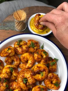 Kruidige gamba's met kerriemayonaise Other Recipes, Fish Recipes, Lunch Recipes, Seafood Recipes, Cooking Recipes, Healthy Recipes, Tapas, Good Food, Yummy Food