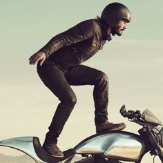 "Yes !! He did it again !! ""Make it With Keanu Reeves"" Jan 24th 2018. Squarespace made ARCH Motorcycle KRGT-1"