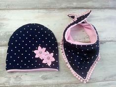 Ciepły zimowy komplet czapka i trójkąt – – Nombres de bebés y ropa de bebé. Baby Turban, Sewing For Kids, Baby Sewing, Cute Beanies, Warm Winter Hats, Baby Coat, Kids Hats, Girl With Hat, Baby Bibs