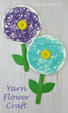 This is a great flower craft for kids to do in the spring, summer, or while studying flowers. The yarn adds texture and dimension to your flower craft. (arts and crafts projects for kids) Spring Crafts For Kids, Summer Crafts, Projects For Kids, Art For Kids, Spring Crafts For Preschoolers, Spring Art Projects, Art Children, Kid Art, Holiday Crafts