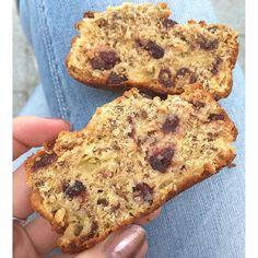 Homemade Cranberry Apple Cake!  Recipe at www.carmenketelaar.com!  ---- Soms heb je van die dagen dat echt helemaal niks lukt & alles fout gaat. Nou, vandaag dus hier zo'n dag.  Soms kan ik heel goed tegen stress maar vandaag dus absoluut niet. Daar baal ik ONWIJS van! Onderweg naar de sportschool om even flink stoom af te blazen met Legs & Cardio #BBG week 3 en daarna frustratie weg knuffelen met @kjell4fit.  Kusjes voor jullie!