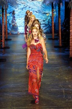 Anna Sui Spring 2016. See the collection on Vogue.com