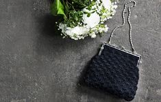 Virkattu juhlalaukku kauniilla simpukkakuviolla Purses, Crochet, Bags, Handbags, Chrochet, Handbags, Crocheting, Dime Bags, Totes