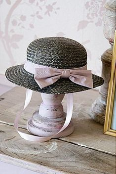 Chic grey hat with oink bow ✿⊱╮  but forget about the neck ribbon