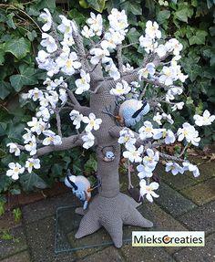 Tree 4 seasons - Amigurumipatterns.net