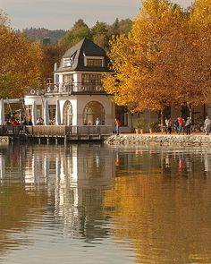 Region Klagenfurt am Wörthersee Klagenfurt, Renaissance, Austria, Places Ive Been, Beautiful Places, Explore, Mansions, Landscape, House Styles