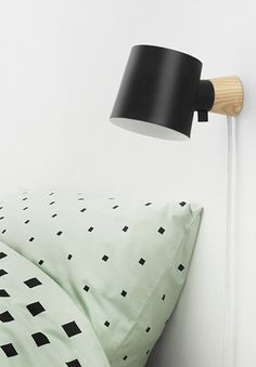 The wall lamp from Normann Copenhagen is, with its minimalist design, a decorative addition to the bedroom. The lamp base is made of beautiful ash wood and the screen's simple appearance complements the modernist style.