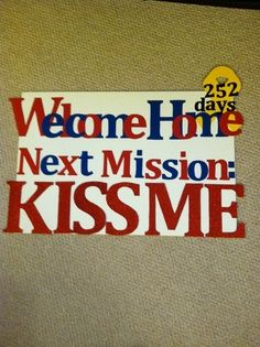 military homecoming signs - hehe good one :) Military Welcome Home, Welcome Home Soldier, Military Love, Military Homecoming Signs, Homecoming Posters, Marine Homecoming, Homecoming Dresses, Homecoming Ideas, Welcome Home Posters