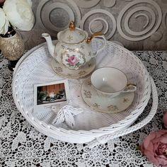 120 отметок «Нравится», 0 комментариев — КОРЗИНЫ🧺ДЕКОР🌾ЛЮЛЬКИ🧸 (@selihova.pletenie) в Instagram: «Заказик для @lenamoystus Поднос большой диаметром 37 см, высота бортика 5 см ___________ Доступна к…» Wicker Tray, Tea Cups, Decorative Plates, Tableware, Kitchen, Home Decor, Dinnerware, Cooking, Decoration Home