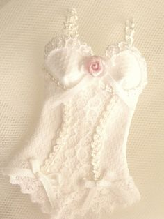 scale 1/12 dollhouse lingerie corset miniature by Mondinadollhouse, €12.00