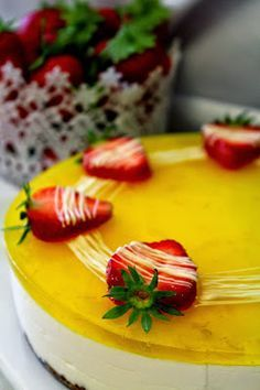 Kakkuviikarin vispailuja!: Lemoncurd-juustokakku Cake Recipes, Vegan Recipes, Dessert Recipes, Desserts, Food N, Food And Drink, Cheesecake Decoration, Summer Cakes, Just Eat It