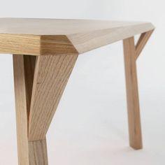 Sank est un design minimaliste créé par le designer basée en Espagne Francesc Rifé Estudio. Le tableau est fabriqué en soit chêne ou hêtre, et vient dans un grand rectangle, petit rectangle, carré, et le cercle. (2)