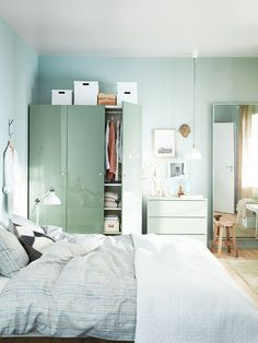 """Organizing requires strategy, of course, but in actuality, that should be the second step in your process. Rather, first scan each room and assess what stays in the """"keep"""" or """"toss"""" piles..."""