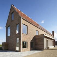House in England designed by Lucy Marston to reference old English farmhouses. It features red brickwork, a steep gable and a corner chimney. Brick Architecture, Beautiful Architecture, Residential Architecture, English Farmhouse, Rural House, Small Buildings, English House, Brickwork, House Roof