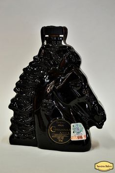 Edición especial en botella con forma de caballo: Cabalgad… | Flickr Alcohol Bottles, Liquor Bottles, Most Expensive Liquor, Wine And Liquor, Bottle Design, Hand Engraving, Whiskey, Amazing, Glass