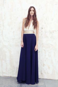 Vestidos bicolores de corte helénico, caída muy favorecedora y adaptable a todo tipo de cuerpos ¡Son una de las tendencias más sólidas en vestidos de fiesta! @By Gimena Garay