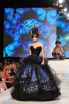 La ciudad de los vientos, y la principal ciudad del medio oeste envía la altura de la belleza de alta costura con una exquisita inspiración mariposa Monarca de Luly Yang en negro y tonos de azul. - 9 Inspiring Haute Couture Dresses by Luly Yang