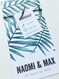 Tropische trouwkaart met groene bladeren en daaronder jullie namen. Verder is er ruimte overgehouden om een labelkaartje aan de kaart te hangen. | Trouwkaart | Trouwkaarten | Trouwkaartje | Trouwkaartjes | Kaart | Uitnodiging | Label | DIY |