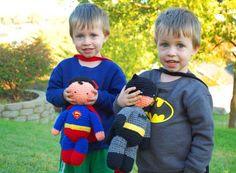 Superman and Batman crochet. Cute little guys.