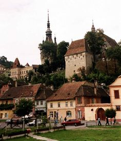 Schäßburg (Sighisoara) von Walter Tropper Mehr Transylvania Romania, Bucharest Romania, Dark Ages, Urban Landscape, Homeland, Places To See, Countryside, Beautiful Places, Castle