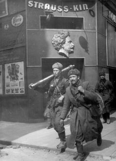 Soviet soldiers in Vienna 1945