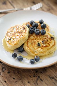 Pancake Day doesn't mean your diet has to take a battering. This healthy recipe by super chef Tom Kerridge is the best way to celebrate Shrove Tuesday. Savory Pancakes, Breakfast Pancakes, Pancakes And Waffles, Breakfast Recipes, Pancake Stack, Pancake Day, Tom Kerridge, Tuesday Recipe, Cooking Recipes