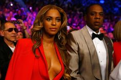 Beyoncé Wore a Majestic Caped Jumpsuit to the Mayweather-Pacquiao Fight  - ELLE.com