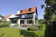 Hedendaags gerenoveerde villa, alleenstaand, gelegen in een zijstraat van de Magere Schorre...
