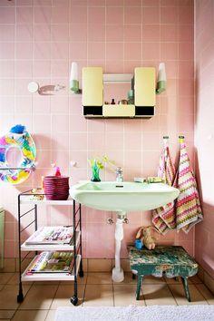 fromscandinaviawithlove:    A home in Sweden.  Photo by Björn Nordström for Hus & Hem.
