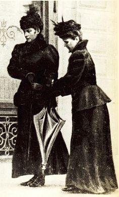 Sissi's last photo. De laatste jaren kwam Sissi vrijwel nooit meer in Wenen. Ze droeg alleen nog zwart nadat haar zoontje overleden is. Ook hadden ze niet in de gaten dat ze was gestoken met een vijl, waarna weldra de dood volgden. Helaas was Sissi niet meer zo geliefd in Oosterijk en is ze vrij geruisloos begraven.