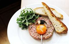 Steak tartare is a classic summer dish and is quick and easy to prepare. Tom Aikens steak tartare recipe uses brandy, tabasco and tomato ketchup in the mix Beef Tataki, Steak Tartare, Chilli Recipes, Beef Recipes, Healthy Recipes, Easy Recipes, Midweek Meals, Easy Meals, Chilli Pasta