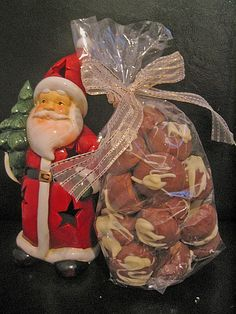 Cappuccino – Kugeln Cappuccino – balls, a nice recipe from the category biscuits & cookies. Christmas Wreaths, Xmas, Christmas Ornaments, Merry Christmas, Cappuccino Machine, Italian Coffee, Coffee Is Life, Biscuit Cookies, Best Coffee