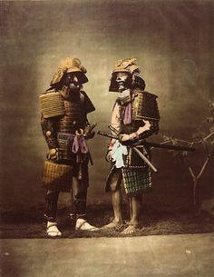 Zwei Samurai in voller Rüstung