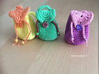 Crochet Pouch, Crochet Diy, Crochet Dolls, Crochet Hats, Kawaii Diy, Operation Christmas Child, Crochet Handbags, Barbie Friends, Barbie Dress