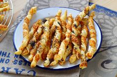 Recipe – Torsades aperitif with parmesan in step by step by Dornbuschhexe Puff Pastry Appetizers, Best Appetizers, Appetizer Recipes, Finger Foods, Food Videos, Entrees, Macaroni And Cheese, Brunch, Food And Drink