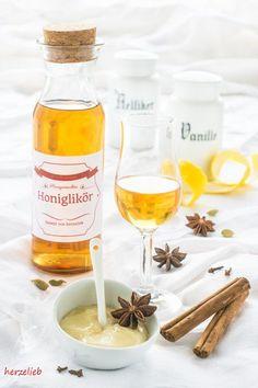 Likör Rezepte, Honig Rezepte: Rezept für leckeren, selbstgemachten Honiglikör von herzelieb. Ein tolles Geschenk aus der Küche! #honig #likör #rezept #weihnachten #geschenk