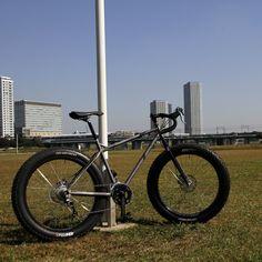 「ワクワクするカッコいいモノ」を届ける、オリジナルとカスタムが満載の二子新地ABOVE BIKE STORE公式オンラインストア、クロモリの自転車を中心にピスト・シクロクロス・ロードバイク・マウンテンバイク・ツーリングバイク・街乗り自転車などを豊富に取り揃えています。